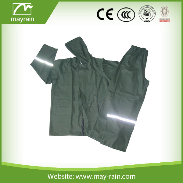 2017 Popular Polyester or PVC Rain Suits for Adult