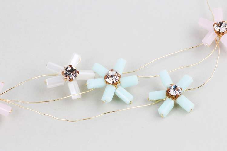 Wedding Hair Grips Enchanted Floral and Rhinestone Hair Vine Bridal Headband Stunning Hair Clip Accessories Dress Jewelry