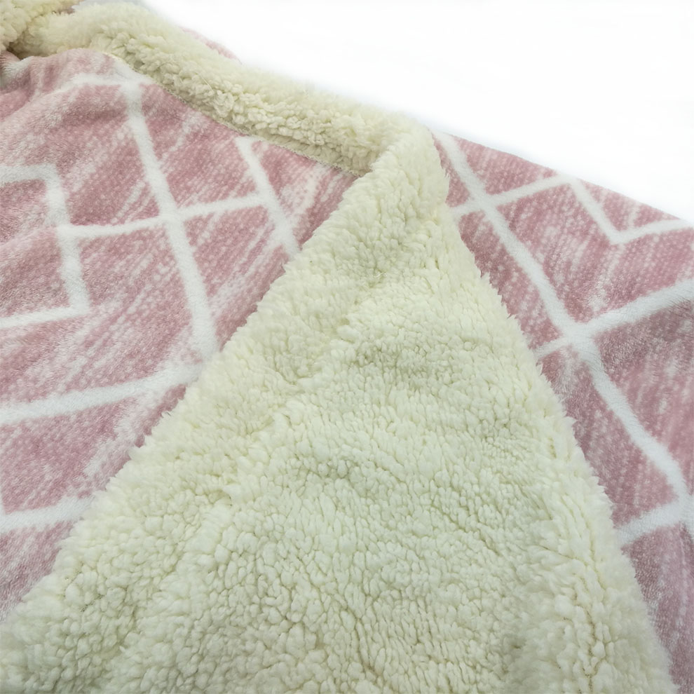 Wholesale double ply fluffy sherpa and flannel geometry sofa throws