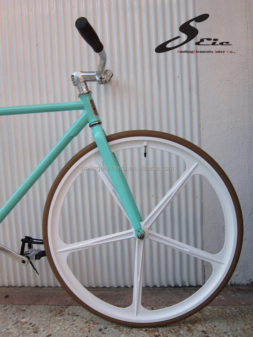 Single speed bike with five spokes bicycle wheel fixed gear
