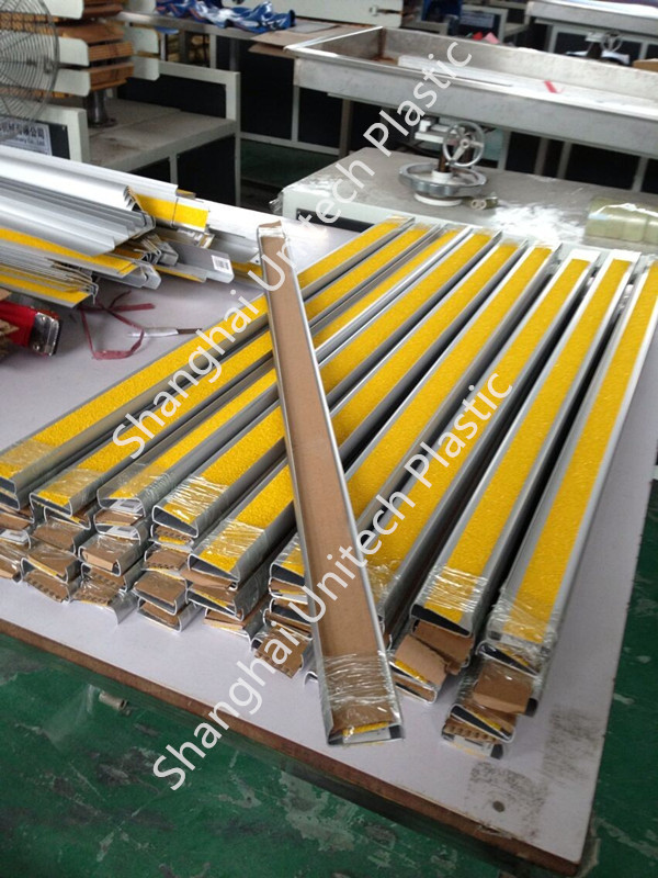 carborundum strip aluminum stair tread capping
