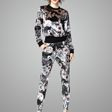 Fashionable Autumn Warm Printed Velvet Suit for Women