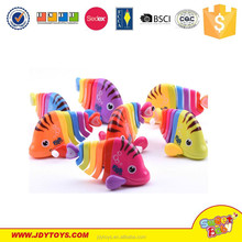 Hot sale multi-colors plastic mini wind up cartoon fish toy for kids