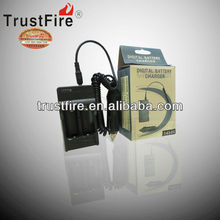 2013 TrustFire 14500 battery charger High quality 4.2V universal battery charger 500MA 14500 electric car battery charger
