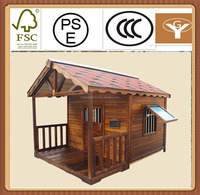 Alphalt roof wooden dog house