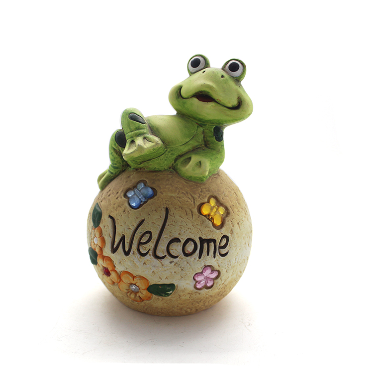 Wholesale resin sitting Frog on rock with welcome garden statue for home and lawn decoration