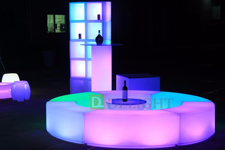 Event and Party use RGB Color Changing LED Curved Stool PE Plastic Glowing Snake Shaped Chair