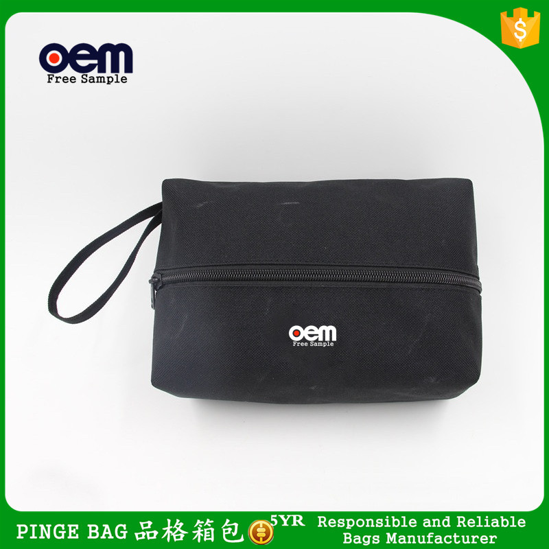 Simple Classic Design Black 600D Polyester Men Cosmetic Toiletry Bag Cheap Wash Bag Promotion Traveler Makeup Bag With Handle