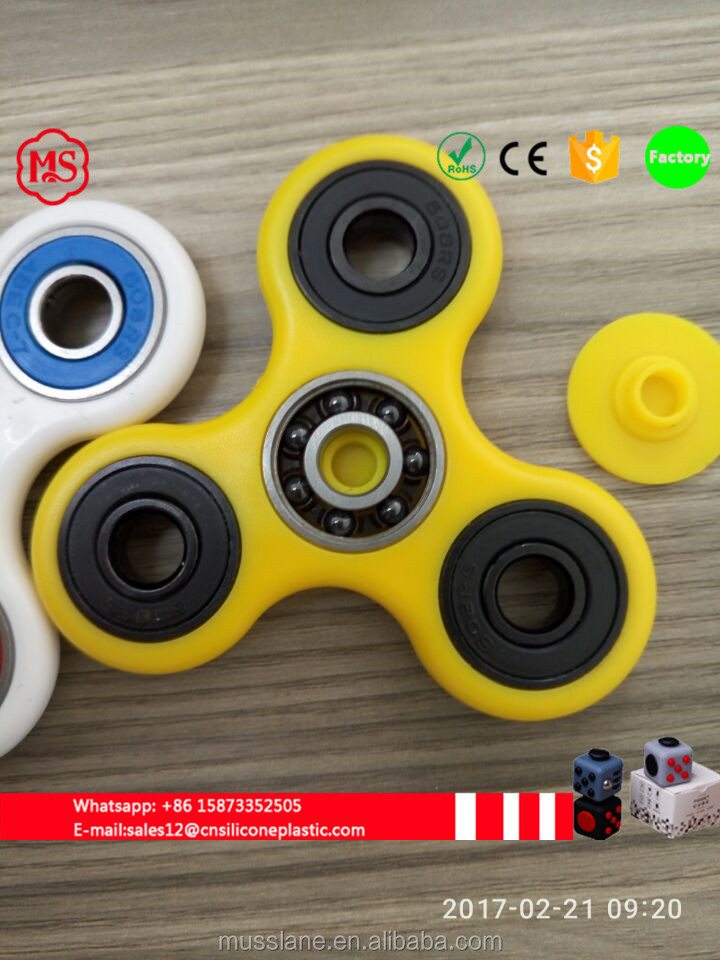 Original factory Private Label finger spinner Stress Reliever tri-spinner toy for Children and Adults