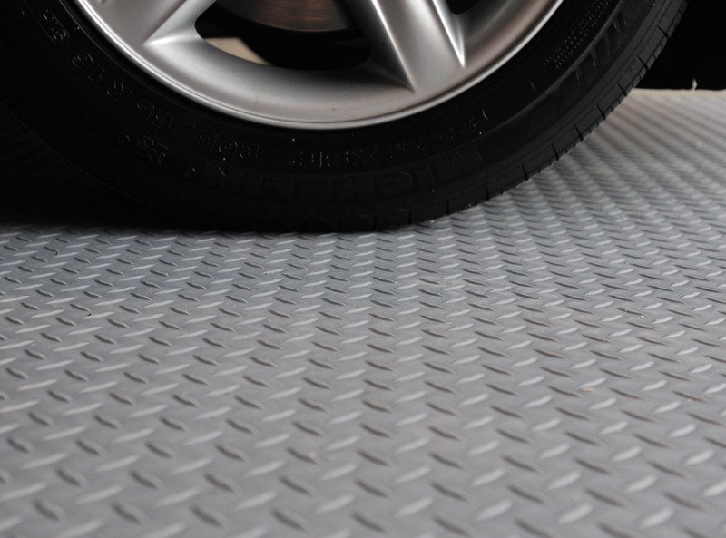Heavy duty interlocking pvc garage floor tiles
