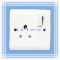 5A 1 gang switched round-pin wall socket (British standard White range)