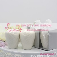 New Stock Bride Shape Mini Salt and Pepper Shakers Sets Wedding Gifts