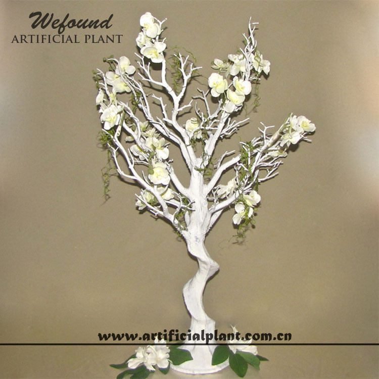White manzanita tree and flower wedding decoration