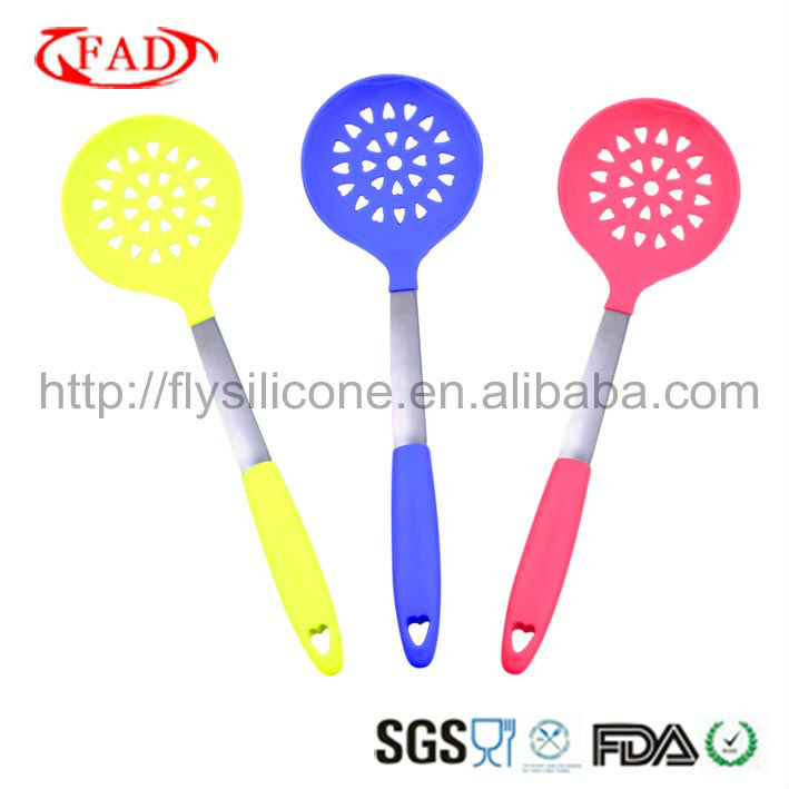 Stainless Steel made of 100% food grade silicone approved FDA&LFGB Great Cooking Tools Strainer Spoon