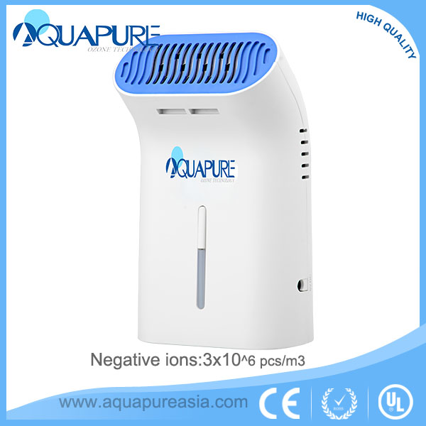 Removing odor and smoking a ozone air purifier for car