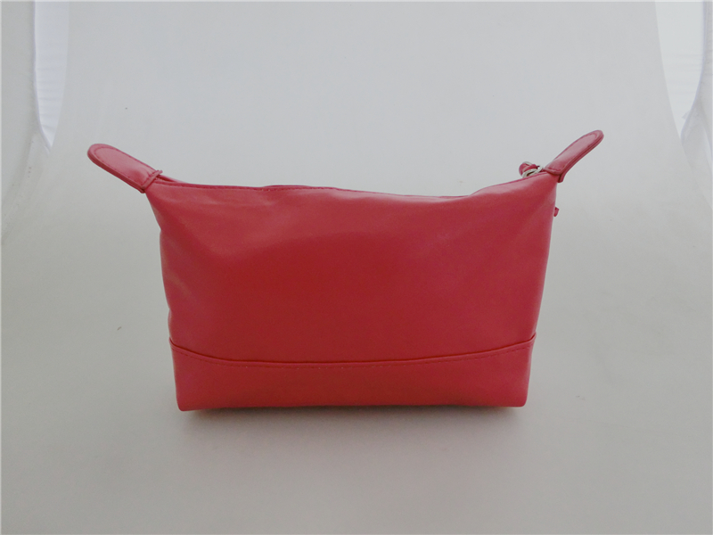 New Fashion Dumpling Shaped Good Quality PU Leather Cosmetic Pouch for Ladies Red PU Makeup Bag