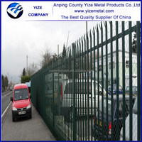 Backyard grass protection palisade steel fence