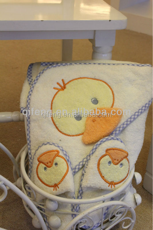 2016 china manufacturers white cotton embroidery Baby Cute Duck Hooded Bath Towel