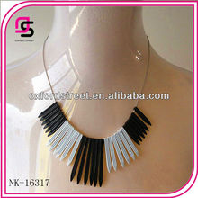 2013 fashion Arrow shaped cheap statement plastic Necklace