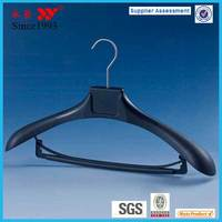 Luxury Broad Shoulder Plastic Suit Hanger With Pant Bar Factory Price