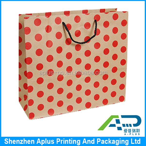 Cheap wholesale kraft paper dot design gift bag with twisted handle