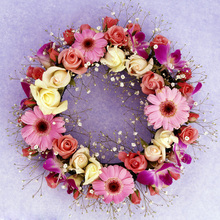 Hot selling crafts christmas decoration garland plastic artificial flower wreath for funeral