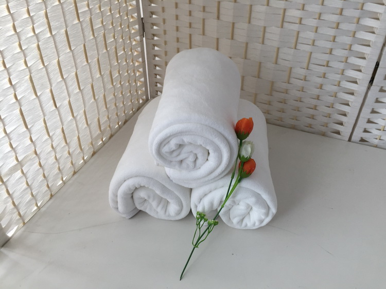 Quick dry super absorbent snow white plush microfiber bath towel