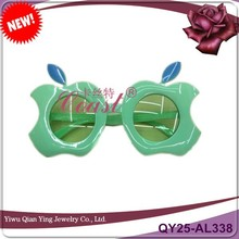 Men and women general funny apple shaped party favor plastic toys glasses