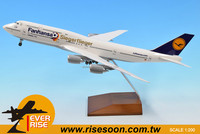 Lufthansa Boeing 747-8 Wooden Stand Scale 1:200 Plastic Air plane Model
