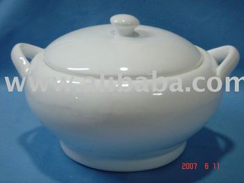 Ceramic oval turner with cover