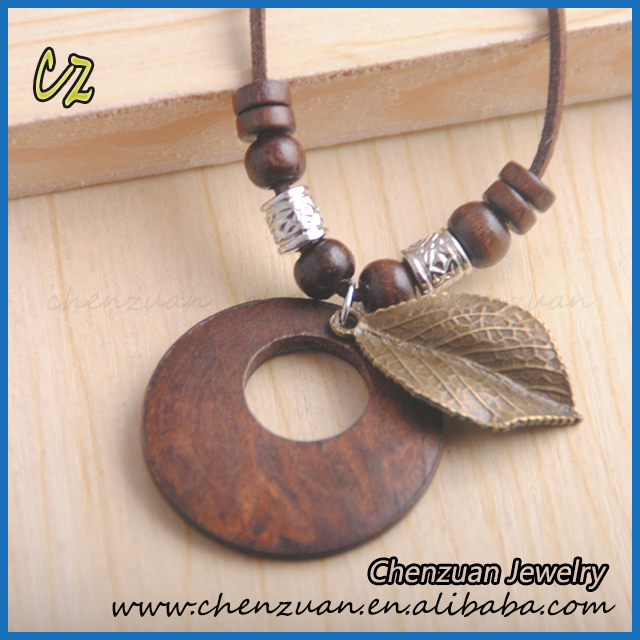 China wholesale price vintage style round wood and metal leaf pendant necklace
