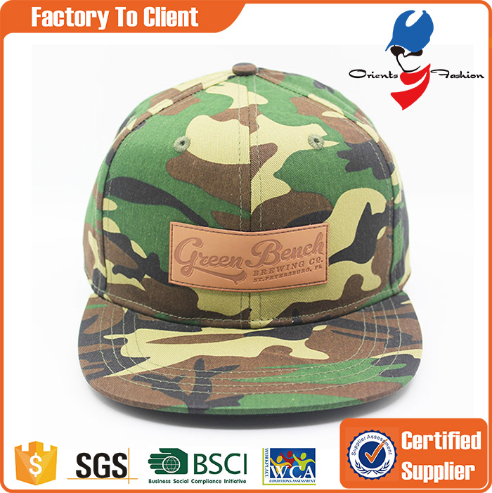 custom flat brim 6 panel plastic back closure leather pacth camo snapback hats price with high quality