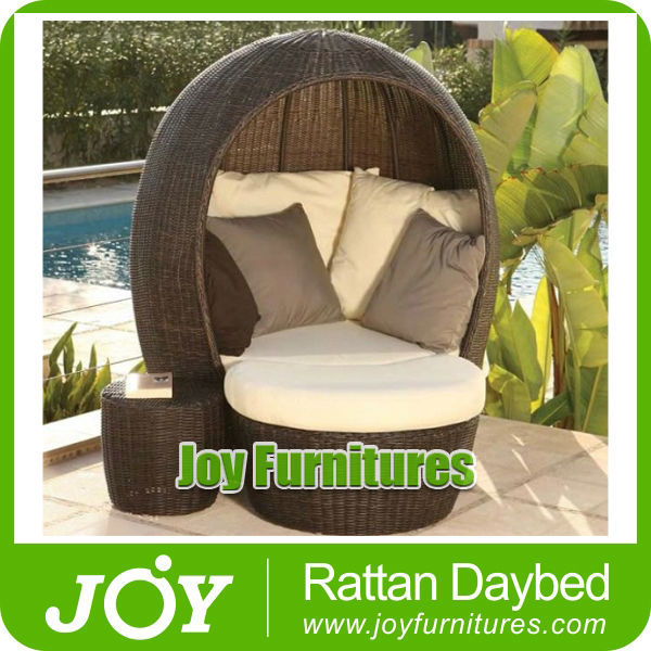 Outdoor Leisure Rattan Daybed
