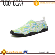 Wholesale Rubber Anti-slip Swimming Beach Walk On Water Aqua Shoes