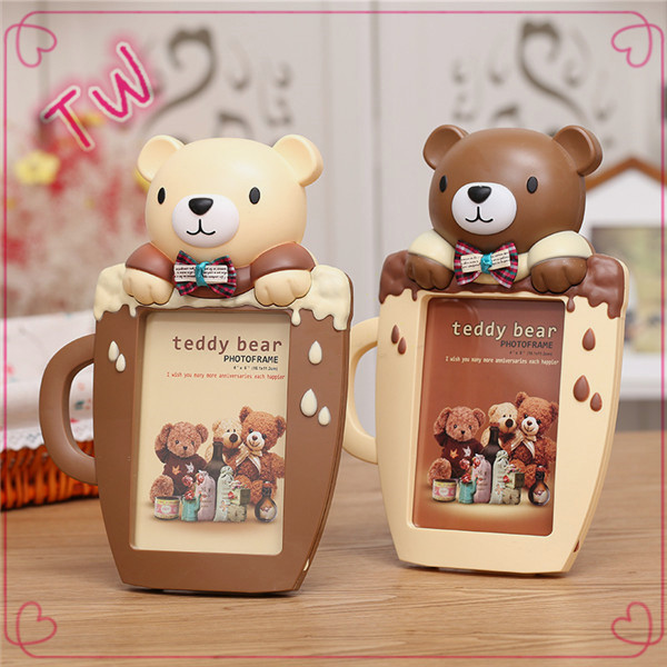Popular at Europe Frame Wholesale Cheap Cartoon cute bear design waterproof plastic with glass picture frame for kids