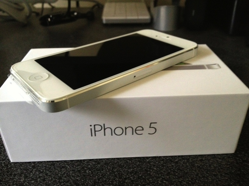 Free Shipping/Hot price for APPLE IPHONS 5 64GB FACTORY UNLOCKED! 5 64 GB Brand new Phone
