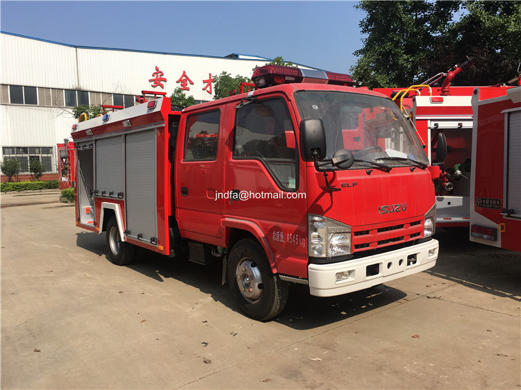 2000L water fire engine1.JPG