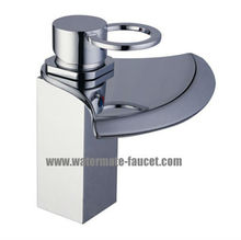 single handle bathroom basin faucet in chrome