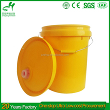 Durable plastic pickle barrel for home use with various sizes