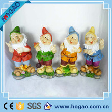 resin garden gnome outdoor lawn bowling set