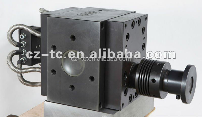 Hot gear melt pump for continuous extrusion line