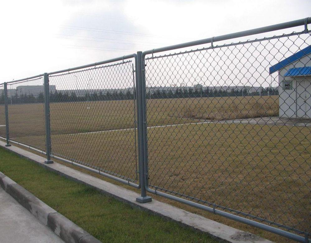 Wire Mesh Chain Link Fence with PVC Fence Post and Flat Post Cap