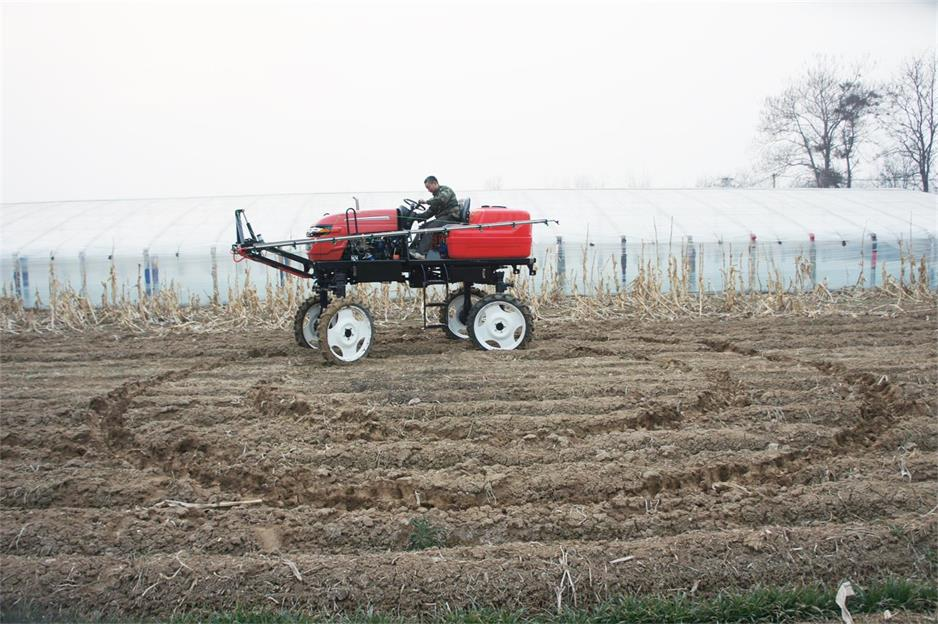 4WD self propelled type farmland Spray rod sprayer