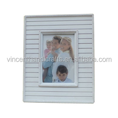 Wash white wooden planks bingding vintage photo frame for family