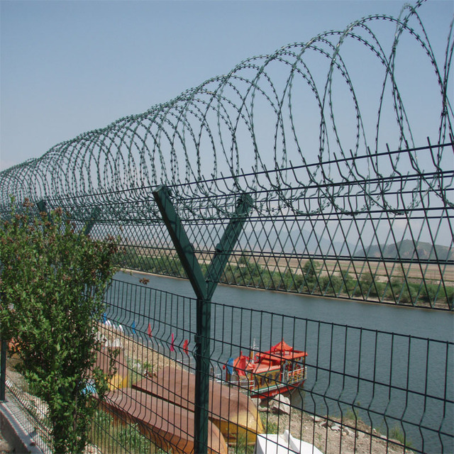 ISO approved CBT22 barbed wire price per roll for Airport security