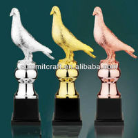 Resin funny racing pigeon trophys for sale