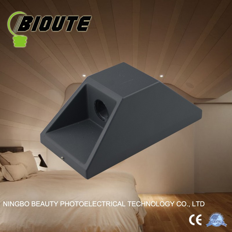 Environmentally friendly surface mounted corner lamp