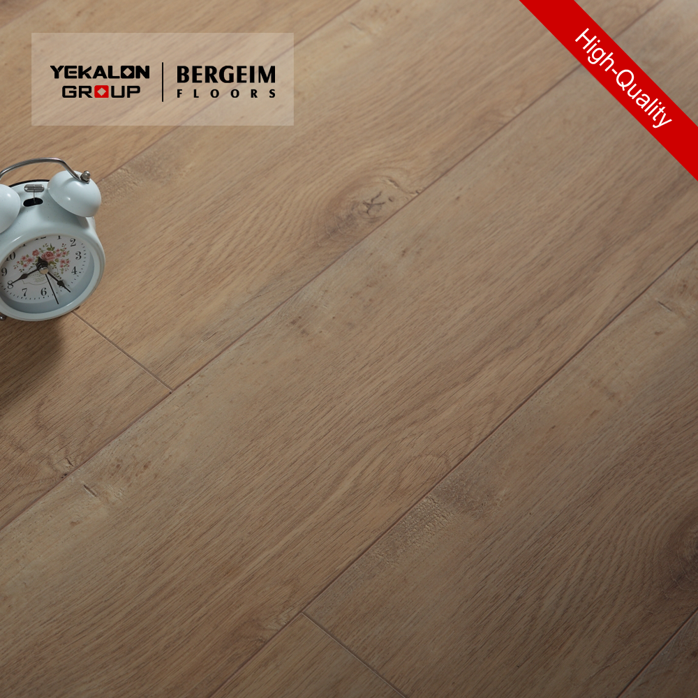 China Manufacturers High Gloss Glitter Waterproof Beech Wood Laminate Flooring