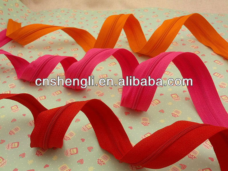 long chain nylon zipper roll for wholesale various zipper fasteners