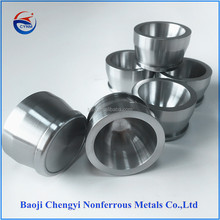 Sintered tungsten crucible thanks to its resistance to certain molten metals and metal oxides